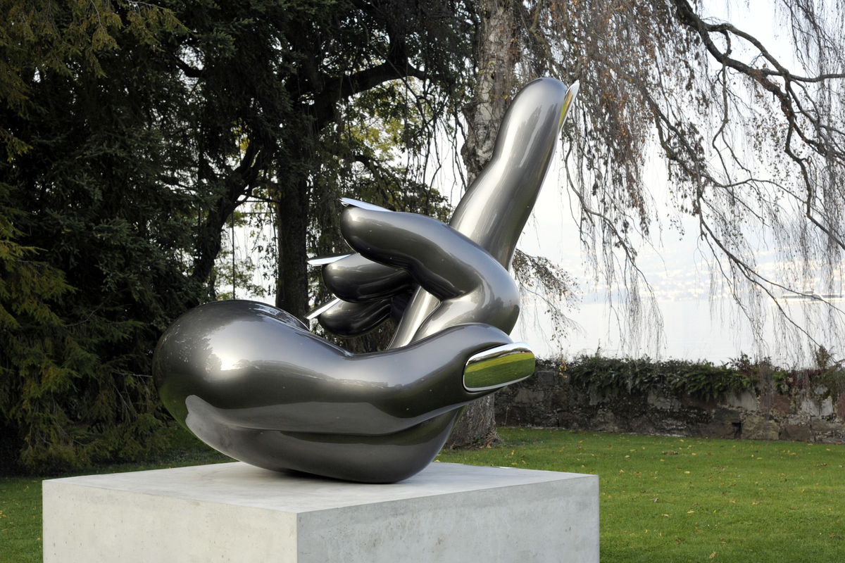 Doigt d'honneur middle finger gesture in Zurich by artist Nikolai Winter